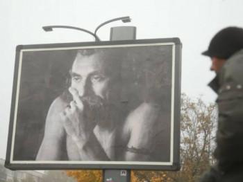 Фотографије умјетника умјесто политичара на билбордима