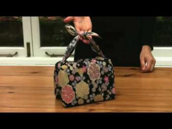 Kako Japanci pakuju novogodišnje poklone bez papira (VIDEO)