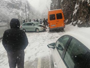 Zbog udesa obustavljen saobraćaj na putu Foča-Trnovo (FOTO)