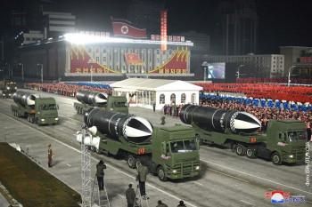 Одржана војна парада у Пјонгјангу, представљено 'најмоћније оружје на свијету'