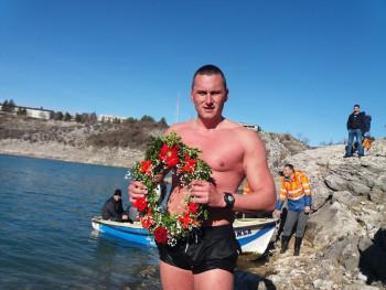 Nemanja Lero pobjednik bogojavljenskog plivanja za Časni krst u Bileći