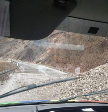 Veliki odron na putu Gacko-Nevesinje: Saobraća se jednom trakom
