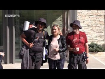 Nakon 11 dana pješačenja Aleksandar i Slobodan stigli u Trebinje (VIDEO)