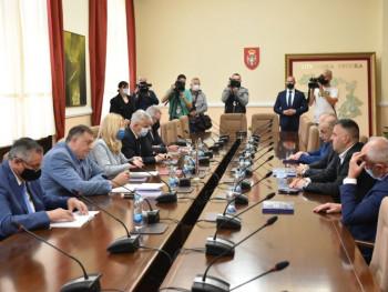 Sastanak predsjednice Srpske sa liderima stranaka vladajuće koalicije