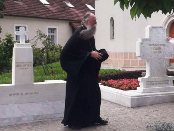 Mitropolit Joanikije posjetio grob patrijarha Pavla