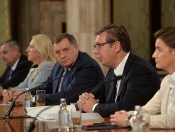 Zvaničnici Srpske u Beogradu sa Vučićem