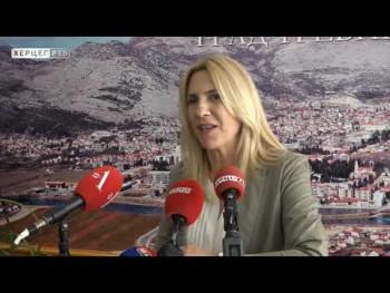 Предсједница Цвијановић у Требињу са ученицима на припремној настави (ВИДЕО)