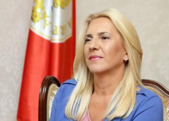 Željka Cvijanović danas u Trebinju uručuje ključeve stanova mladim bračnim parovima