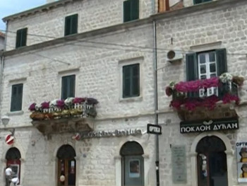 Balkon porodice Drašković mami poglede Trebinjaca i turista (VIDEO)