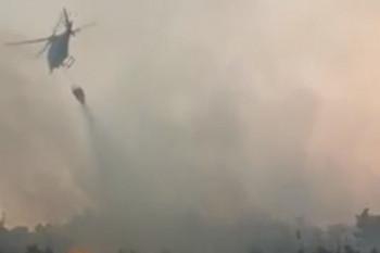 Helikopter gasi požar u okolini Bileće