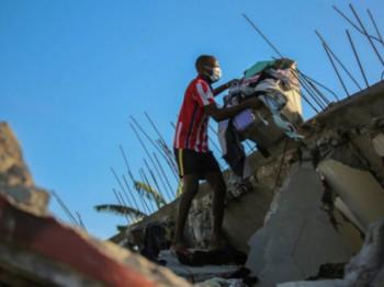 Raste broj žrtava zemljotresa u Haitiju, potraga za preživjelima ispod ruševina