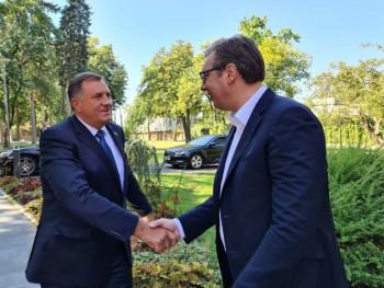 Vučić predao Dodiku prednacrt zajedničkog zakona
