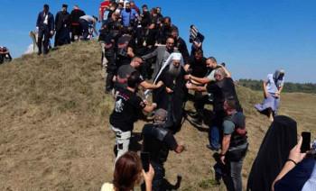 Jasenovac - Noćni vukovi Republike Srpske, Srbije i Crne Gore napravili špalir u čast patrijarha Porfirija