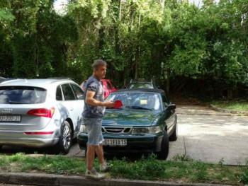 Sergeju Trifunoviću u Mostaru demolirali automobil