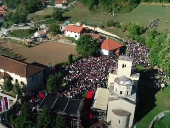 Ustoličenje vladike Metodija: Brojni vjernici ispred manastira Đurđevi Stupovi (VIDEO)
