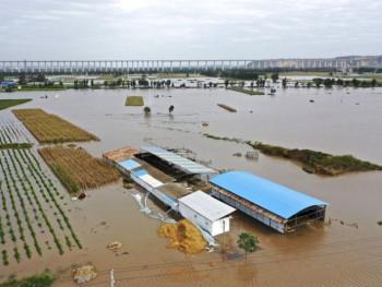 Velike poplave u Kini odnijele najmanje 28 žrtava (FOTO/VIDEO)