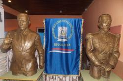 Bronzane statue ruskih velikana u Gacku
