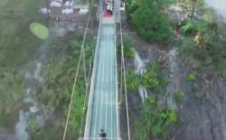 U Kini atrakcija nevidljivi most (VIDEO)
