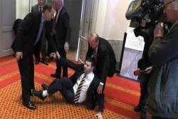 Incident u hrvatskom Saboru, Pernara izbacili iz sale
