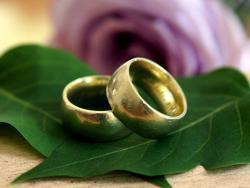 Украденим прстеном запросио дјевојку, она га пријавила