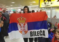 Тијана са скупштинског балкона: Поздрав мојој Билећи!