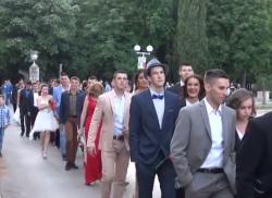 Svečani defile maturanata Tehničke škole Trebinje (VIDEO)