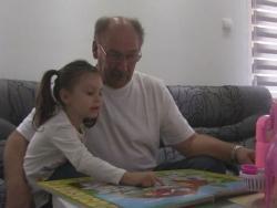 Četvorogodišnja Mia iz Trebinja engleski govori kao maternji