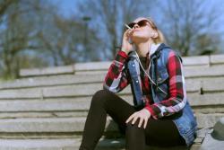 Младима пријети глувоћа: Слушалице, дувански дим и гласна музика утичу на слух