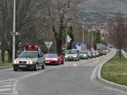 Gotovo 1 000 vozila u slavljeničkoj koloni! (FOTO)