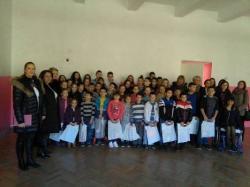 Актив жена СНСД Требиње поклонио школски прибор ученицима из Ластве
