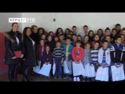 Актив жена СНСД Требиње поклонио школски прибор ученицима из Ластве (ВИДЕО)
